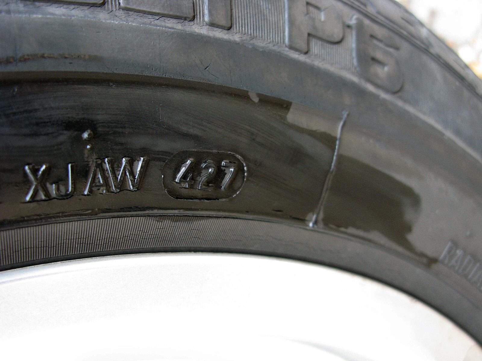 dot pneu signification automobiles pneus roues. Black Bedroom Furniture Sets. Home Design Ideas